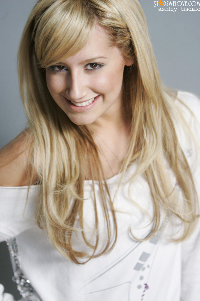 http://www.starswelove.com/celebrities/a/ashleytisdale/pictures/ashley_tisdale007b.jpg