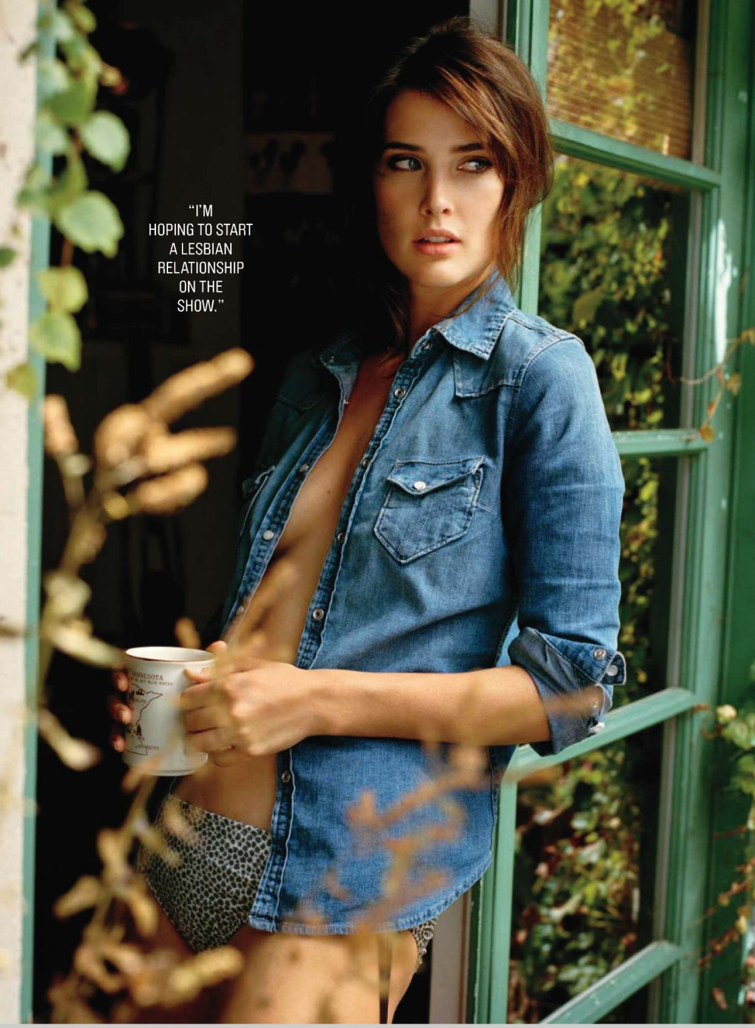 Actress Cobie Smulders smoking hot in a revealing denim shirt for the Maxim magazine photo shoot. (cobie_smulders013, 1469 x 2000 pixels, 490 kB)