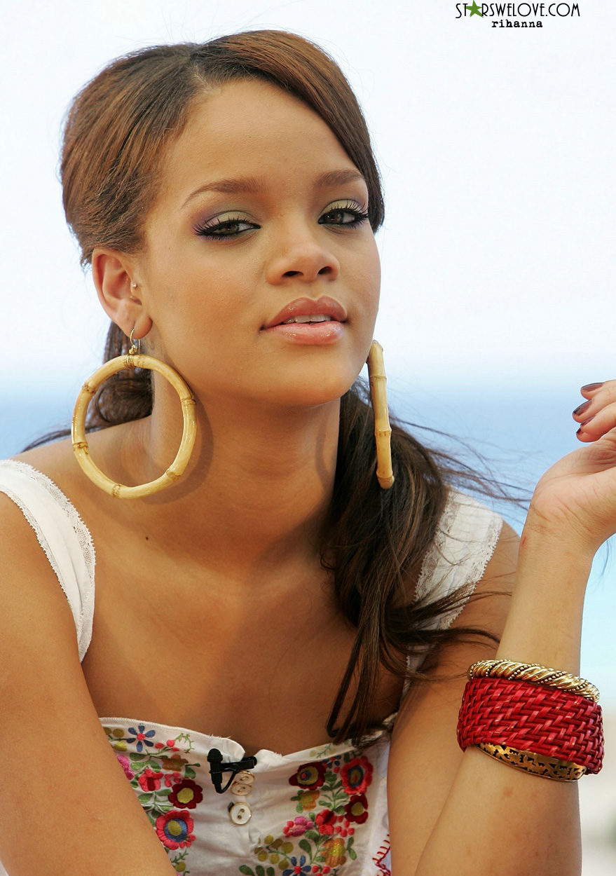 Rihanna photo (rihanna_006, 879 x 1250 pixels, 346 kB)
